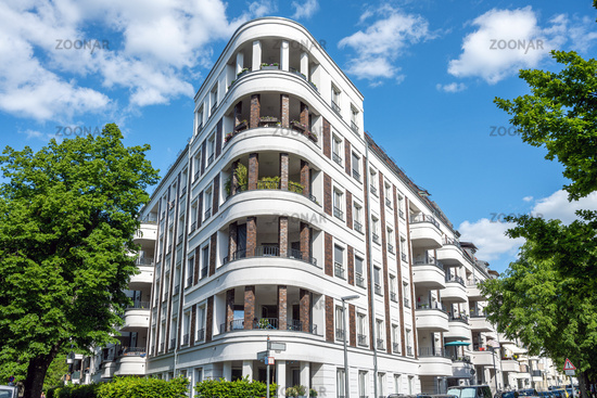 Moderner weißer Luxus-Wohnblock