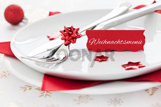 Tischgedeck mit Schild