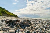 Feuerstelle für Lagerfeuer am Strand mit Steinen