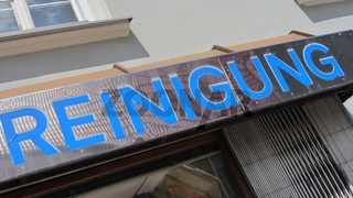 sign for professional cleaning in german (Reinigung)