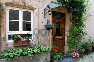Haustür mit Blumen in Rodemack