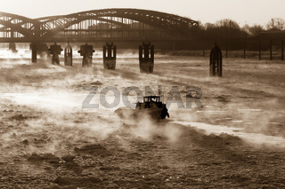 Hamburg - Hamburger Hafen im Winter mit Elbbrücken