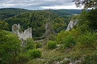 Naturpark Obere Donau; Blick ins Donautal und Burgruine Gebrochen Gutenstein; Baden Württemberg, Deutschland