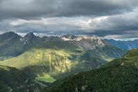 Aufnahme von der Timmelsjoch-Hoichalpenstrasse mit Blick Richtung Hohe Kreuzspitze, Italien