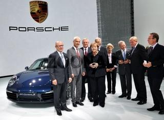 Angela Merkel bei Porsche auf der IAA