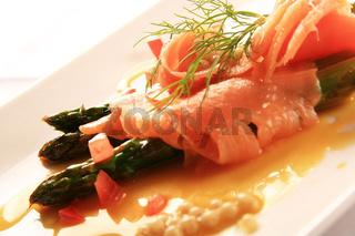 Lachs auf Gemüse