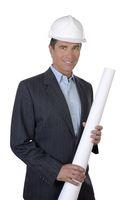 Architekt mit Helm und Plan
