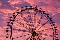 Riesenrad im Sonnenuntergang