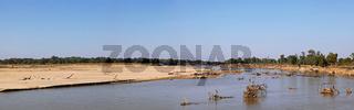 Panorama der Landschaft am Luangwa Fluss, Mfuwe-Sektor, South Luangwa Nationalpark, Sambia; landscape at the Luangwa River, Zambia
