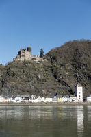 Blick von St. Goar über den Rhein auf St. Goarshausen und Burg Katz