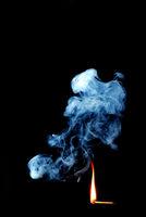 rauch mit langer flamme