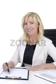 Hübsche Geschäftsfrau mittleren Alters