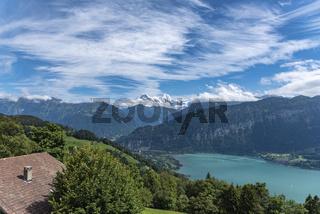 Landschaft in Beatenberg mit Eiger, Mönch und Jungfrau im Hintergrund