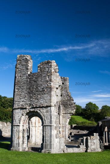 Mellifont Abbey Ruine mit Rundbogen