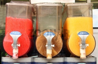 Crushed ice drink dispenser