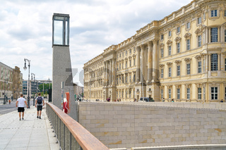 Humboldt Forum in Berlin von der Rathausbrücke aus gesehen