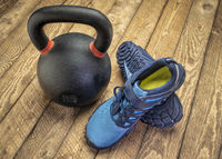 barefoot cross training shoes woth kettlebell