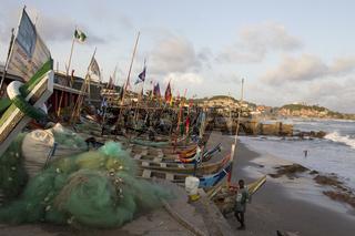 Fischerboote am Strand von Capa Coast