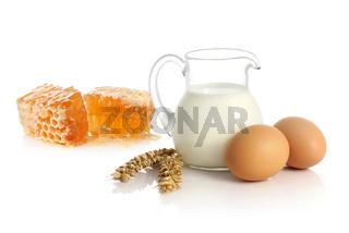 Fresh milk, two eggs and honey