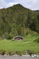 Berghuette in bayerischer Landschaft