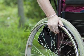 Rollstuhl mit Hand