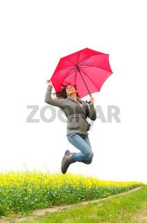 frau springt mit regenschirm