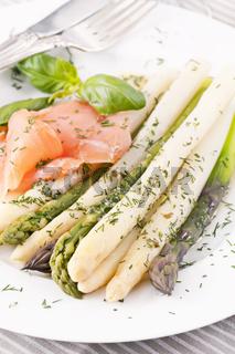Asparagus with smoked salmon