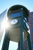 Uhr am Potsdamer Platz in Berlin