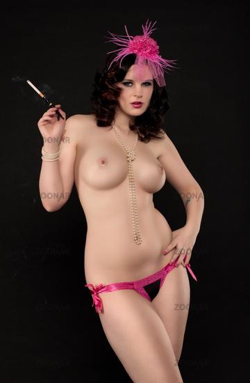 Bruenette nackte Frau mit grossen Bruesten