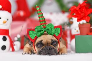 Französische Bulldogge Hund mit Wiehnachts- Einhornkostüm