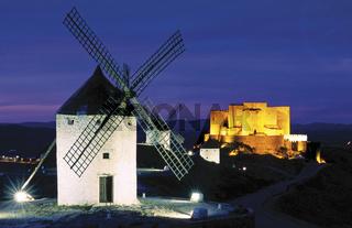 Spanien: Windmühlen und Burg von Consuegra