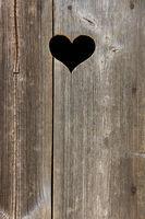 Herz in Holztür, Hochformat