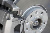 Moderner Bremssattel mit Scheibenbremse