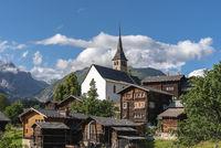Dorfansicht von Ernen mit der Kirche St. Georg