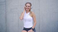 Sporty woman listen to the music