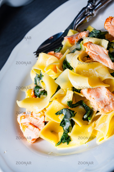 Tagliatelle with salmon and spinach in a cream sauce