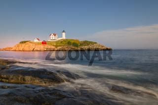 Leuchtturm Cape Neddick Light, Nubble Light, im Morgenlicht, York, Maine, New England, USA