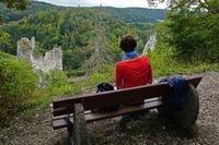 Naturpark Obere Donau; Blick ins Donautal und Burgruine Neugutenstein; Baden Württemberg, Deutschland