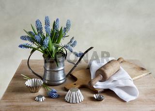 Küchenstilleben mit Hyazinthen