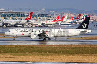 Turkish Airlines Airbus A321 Flugzeug Flughafen Istanbul Atatürk Star Alliance Sonderbemalung