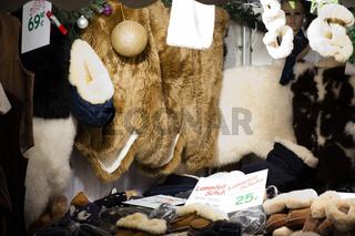 Der Lammfellstand auf dem Weihnachtsmarkt