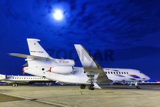 VW Air Services Dassault Falcon 8X Flugzeug Flughafen Stuttgart in Deutschland