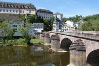 Lahnbrücke und Schloss in Weilburg
