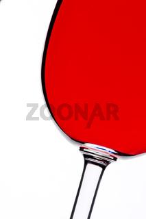 Rotwein Glas in Gegenlicht