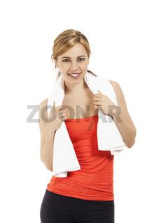 junge fitness frau mit weissem handtuch