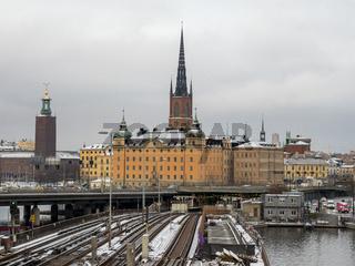 Handelsakademie mit Riddarholm-Kirche und Rathaus im Hintergrund - Stockholm