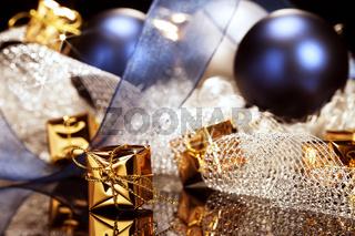 kleines goldenes weihnachtsgeschenk