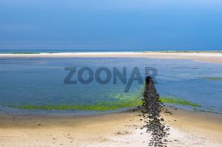 Strand mit Buhne in Wittdün auf der Insel Amrum
