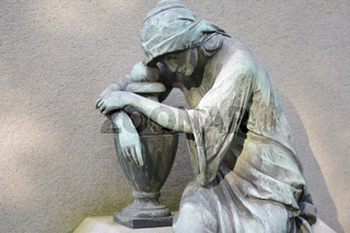 Trauernde Friedhof Skulptur   Mourners cemetery sculpture