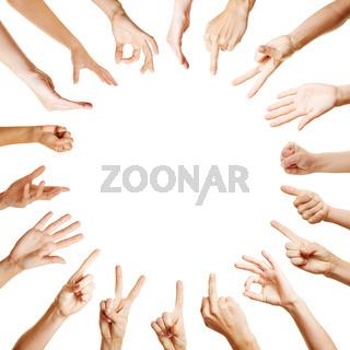 Viele Hände bilden Kreis mit Gesten